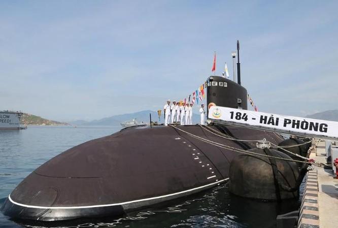 Tàu ngầm thông thường HQ-184 Hải Phòng của Hải quân Việt Nam, mua của Nga. Ảnh: Sina.