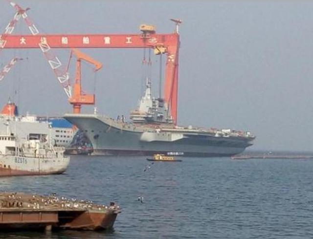 Tàu sân bay tự chế đầu tiên Type 001A của Trung Quốc, có lúc báo chí Trung Quốc gọi tàu này là Type 002. Ảnh: Sina.