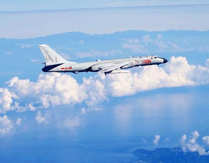 Mỹ lên án Trung Quốc cho máy bay ném bom H-6K cất hạ cánh tại Biển Đông ảnh 2