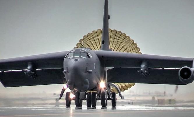 """Mỹ lại tung """"pháo đài bay"""" B-52H đến Biển Đông đe Trung Quốc? ảnh 1"""