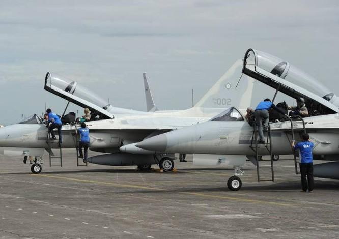 Biển Đông căng thẳng: Philippines hối hả mua máy bay, tàu chiến ảnh 1