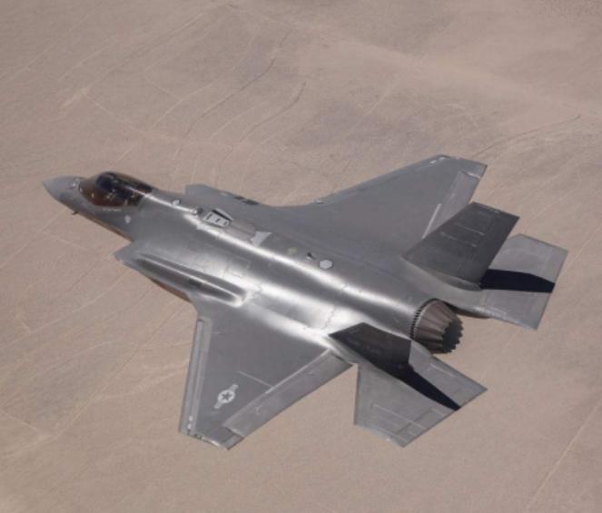"""Mỹ ráo riết """"cấy"""" trí tuệ nhân tạo vào máy bay chiến đấu ảnh 1"""