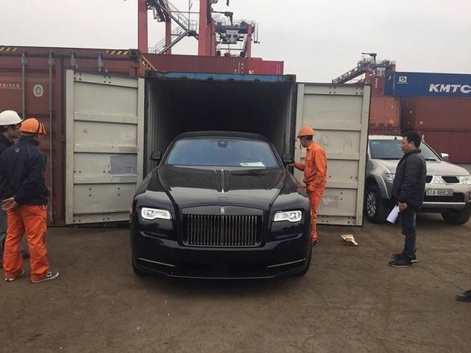 Siêu xe Rolls-Royce Wraith Black Badge bất ngờ có mặt tại Việt Nam - Ảnh 1