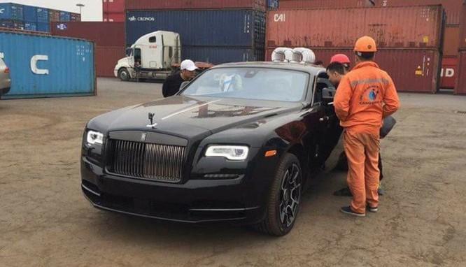 Siêu xe Rolls-Royce Wraith Black Badge bất ngờ có mặt tại Việt Nam - Ảnh 2
