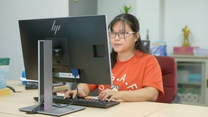 Màn hình HP EliteDisplay E233: Cho văn phòng hiện đại - Ảnh 4