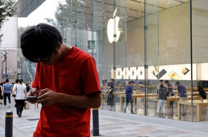 Apple thừa nhận đã không nói với người dùng về việc làm chậm iPhone - Ảnh 1