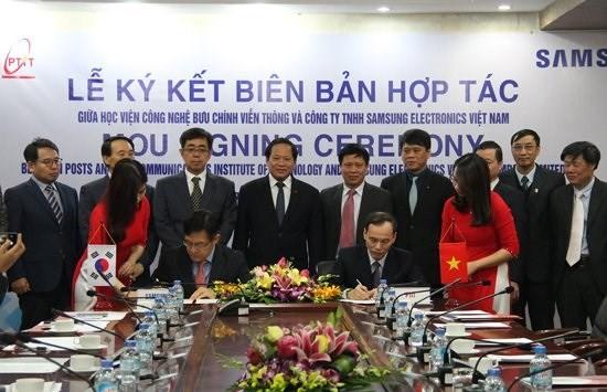 Bộ TT&TT muốn PTIT nhân rộng mô hình hợp tác với Samsung ra các lĩnh vực khác - Ảnh 1
