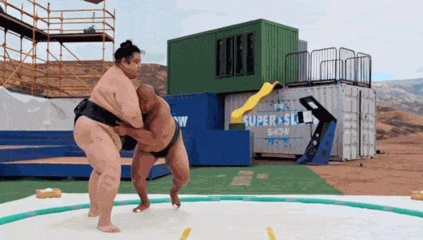 Cận cảnh hai võ sĩ sumo lao vào nhau với tốc độ quay siêu chậm 1000fps - Ảnh 1