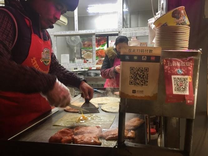 Chùm ảnh: Người dân Trung Quốc và sự 'ám ảnh' với… QR Code - Ảnh 7