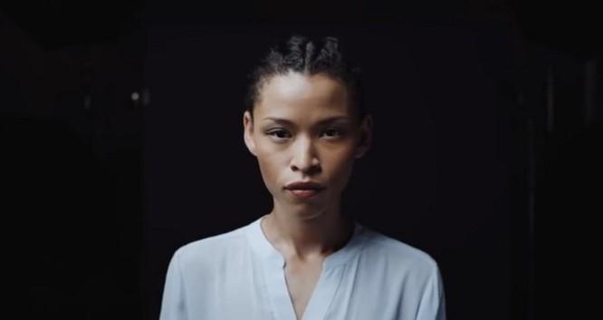 Apple khoe quá trình dày công tạo nên tính năng Portrait Lighting trong quảng cáo mới - Ảnh 1