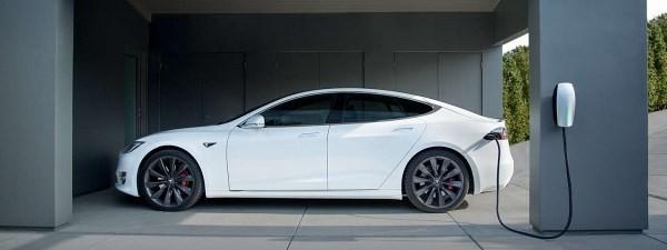 Tesla muốn lắp đặt bộ sạc tại các công ty cho nhân viên sạc xe điện - Ảnh 1
