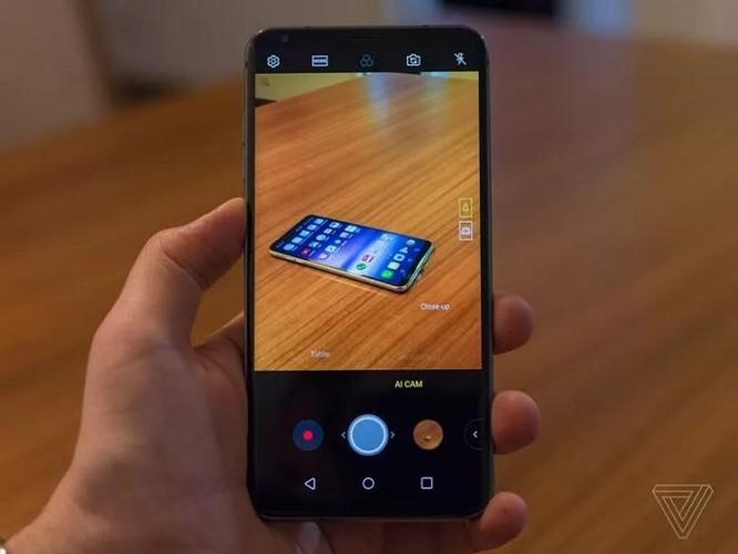 LG V30S ThinQ: Chỉ là chiếc V30 có thêm RAM và AI - Ảnh 2