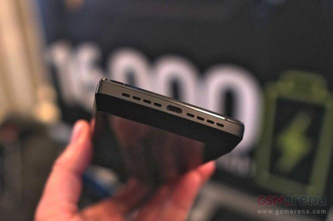 Trên tay nhanh điện thoại Energizer Power Max P16K Pro pin 16.000 mAh (bản tiền sản xuất) - Ảnh 3