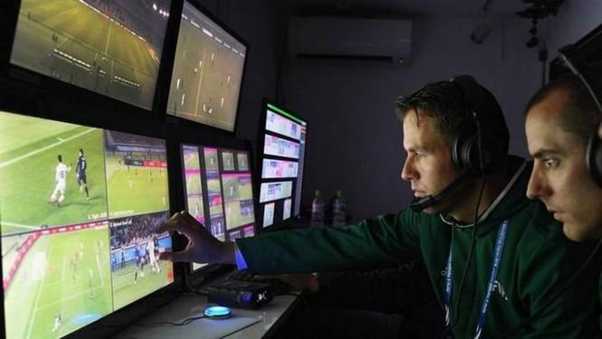 Các nhà làm luật FIFA chấp thuận dùng công nghệ trọng tài video (VAR) tại World Cup 2018 - Ảnh 2