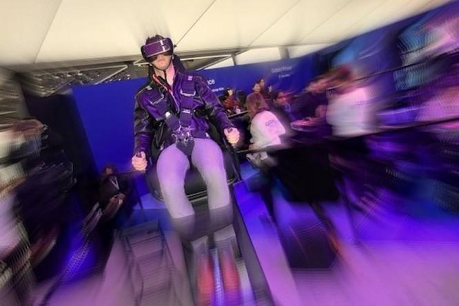 Bạn sẽ yếu đi như thế nào nếu 'lạc' quá lâu vào thế giới ảo VR - Ảnh 1