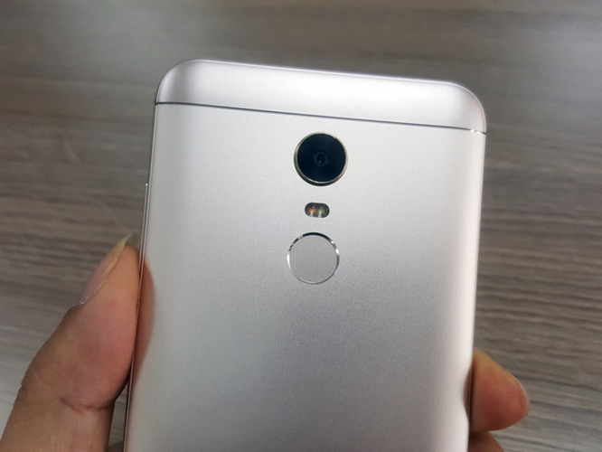 5000 máy Xiaomi Redmi 5 Plus tới tay khách hàng trong ngày đầu mở bán - Ảnh 2