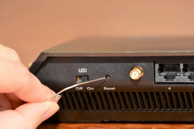 Hướng dẫn reset bộ định tuyến WiFi (WiFi router) về mặc định nhà sản xuất - Ảnh 2