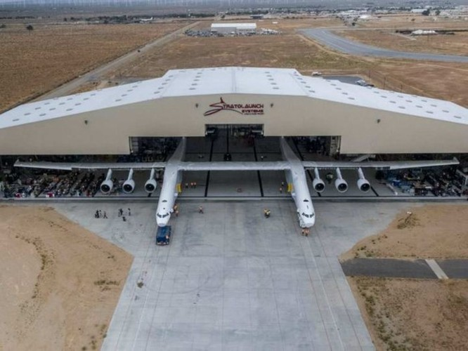 Nhà sản xuất chiếc máy bay lớn nhất thế giới này có tham vọng đưa nó ra ngoài vũ trụ - Ảnh 1