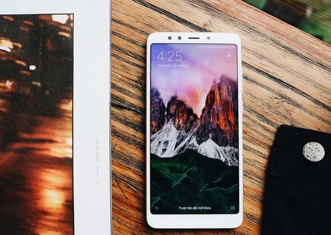 Điện thoại màn hình tràn viền giá bình dân của Xiaomi tiếp tục cháy hàng - Ảnh 1