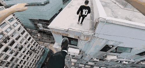 Thót tim với cảnh nhảy parkour qua tòa nhà trọc trời từ góc nhìn của người nhảy - Ảnh 1