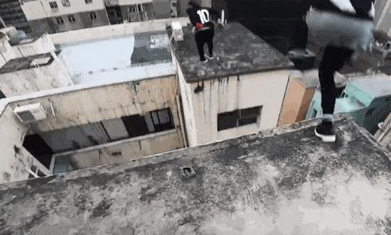 Thót tim với cảnh nhảy parkour qua tòa nhà trọc trời từ góc nhìn của người nhảy - Ảnh 3