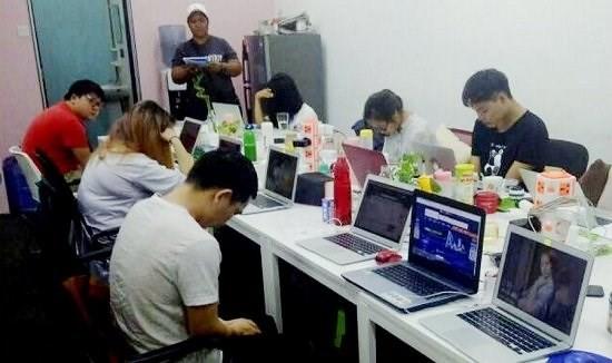 Malaysia bắt 6 người Trung Quốc trong đường dây đánh bạc, cá độ quốc tế trực tuyến - Ảnh 1