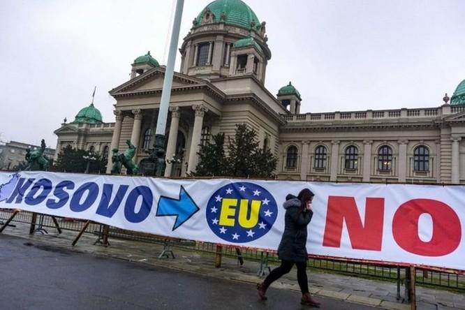 Đồng hồ đang chạy chậm tới 6 phút trên khắp châu Âu vì tranh cãi... ai trả tiền điện - Ảnh 3