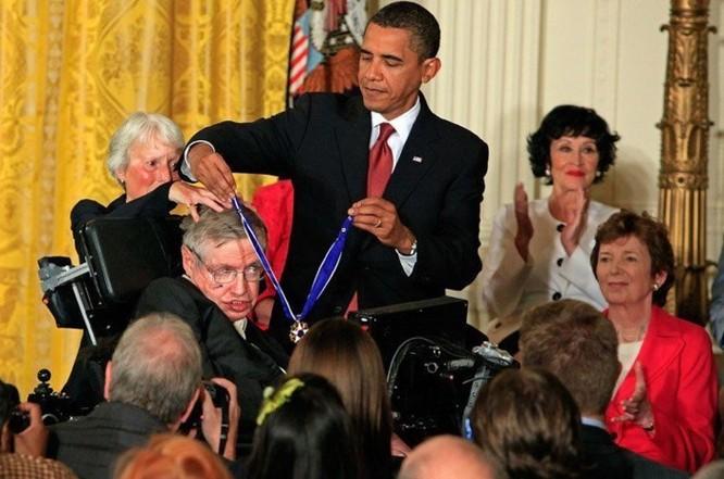 Những phát minh vĩ đại của nhà vật lý Stephen Hawking - Ảnh 1