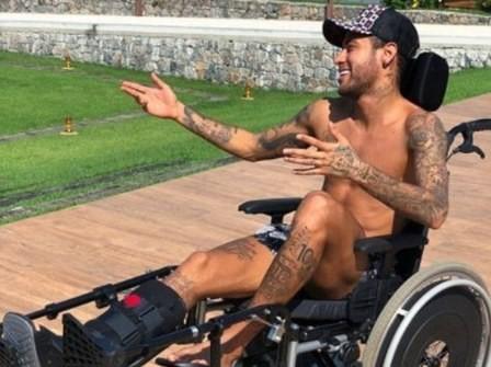 Neymar mang họa vì mạo phạm nhà vật lý thiên tài Stephen Hawking! - Ảnh 1