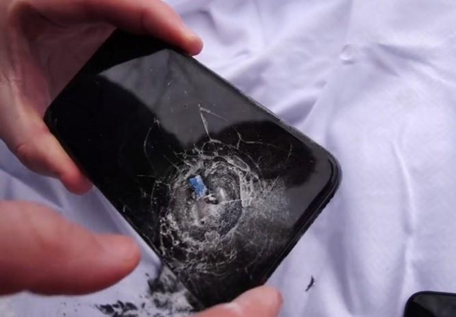 Cần bao nhiêu chiếc iPhone X để có thể chặn được một viên đạn súng lục 9mm? - Ảnh 3