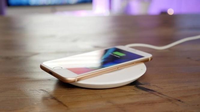 Sạc không dây cho iPhone 8/iPhone X bị tố khiến pin nhanh chai hơn? - Ảnh 2