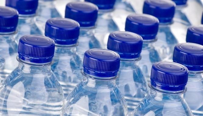 Phát hiện bất ngờ: Hầu hết nước đóng chai có chứa các hạt nhựa siêu nhỏ - Ảnh 1
