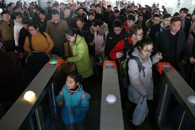 Trung Quốc sẽ cấm những người có 'nhân cách xã hội' thấp đi máy bay, tàu hỏa - Ảnh 1