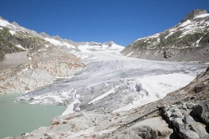 Dân Thụy Sỹ 'đắp chăn' cho sông băng để ngăn tình trạng băng tan chảy - Ảnh 5