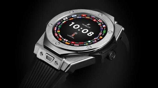 Trọng tài tại World Cup sẽ được trang bị smartwatch giá hơn 5.000 USD - Ảnh 1