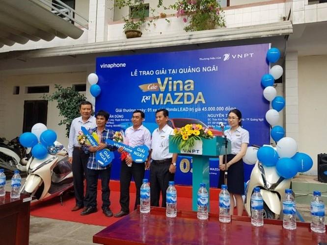 Quảng Ngãi: Hai khách hàng trúng thưởng xe máy Honda Lead khi nạp thẻ cào VinaPhone - Ảnh 1