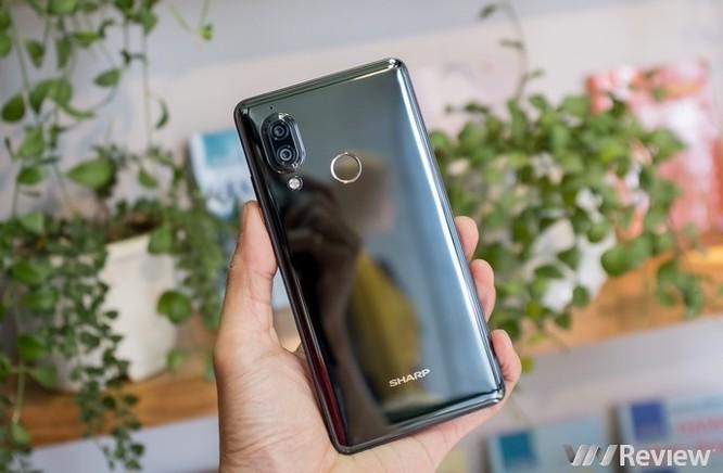 Cận cảnh Sharp Aquos S3 đầu tiên tại Việt Nam: màn tai thỏ 6 inch, Snapdragon 630, giá dự kiến 11 triệu đồng - Ảnh 12