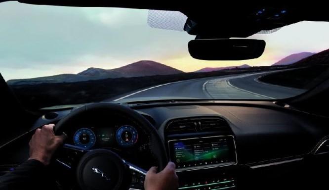 Jaguar F-Pace SVR với công suất 'khủng' thách thức Mercedes - AMG GLS 63 - Ảnh 10