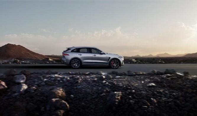 Jaguar F-Pace SVR với công suất 'khủng' thách thức Mercedes - AMG GLS 63 - Ảnh 2