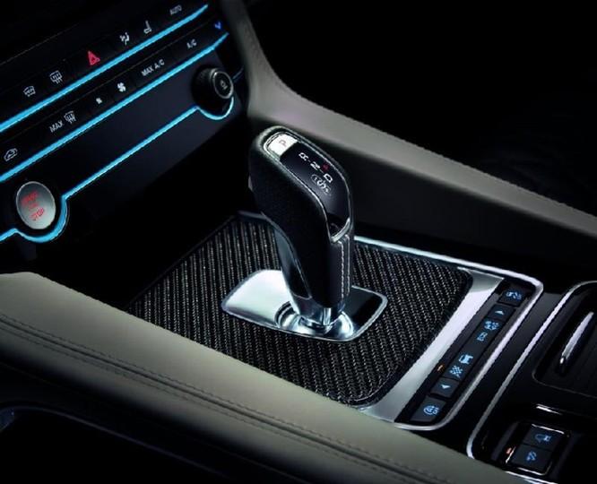Jaguar F-Pace SVR với công suất 'khủng' thách thức Mercedes - AMG GLS 63 - Ảnh 9