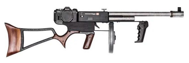 Dạo quanh bảo tàng vũ khí được làm từ máy ảnh và ống kính - Ảnh 13