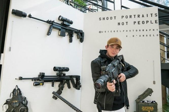 Dạo quanh bảo tàng vũ khí được làm từ máy ảnh và ống kính - Ảnh 1