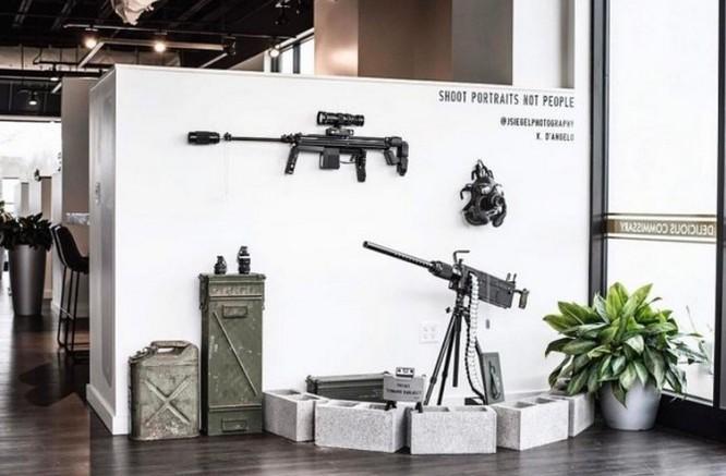 Dạo quanh bảo tàng vũ khí được làm từ máy ảnh và ống kính - Ảnh 2