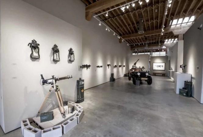 Dạo quanh bảo tàng vũ khí được làm từ máy ảnh và ống kính - Ảnh 3