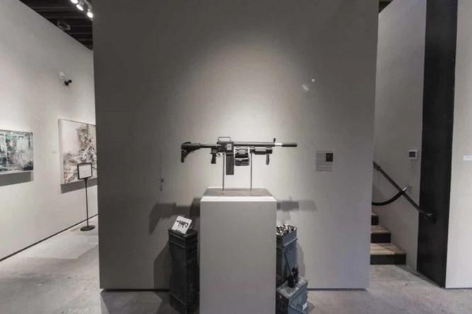 Dạo quanh bảo tàng vũ khí được làm từ máy ảnh và ống kính - Ảnh 6