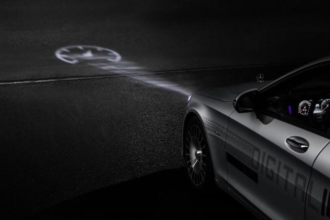 Mercedes-Maybach với Digital Light 'vẽ' được những gì lên mặt đường? ảnh 10