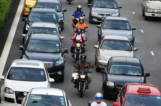 Singapore mạnh tay chi hơn 2.600 USD cho mỗi người dân nếu chịu bỏ xe máy cũ ảnh 1