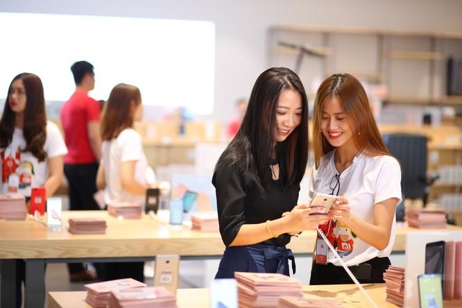 Xiaomi khai trương Mi Store lớn nhất khu vực tại TP.HCM ảnh 1