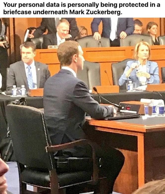 Cư dân mạng 'chế' ảnh gây cười về cuộc điều trần của Mark Zuckerberg trước Quốc hội ảnh 2
