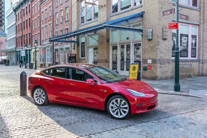 Elon Musk hối tiếc vì dùng quá nhiều robot sản xuất Model 3, thừa nhận quá coi thường con người ảnh 1